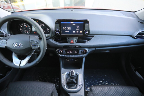 HYUNDAI i30 YES